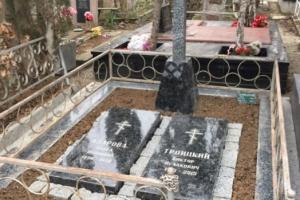 памятник двойной(крест с надгробными плитами)( крест 100*50 тумба 60*40*20 надгробная плита 100*50*8)