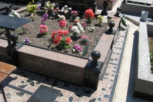 металлический столик на могилу