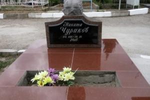 Памятник детский,скульптура ангела(габро) и тумба(гранит)