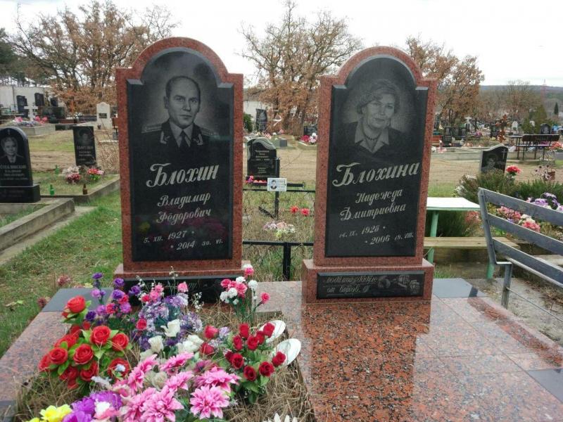Двойной памятник из лезниковского гранита