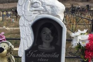 памятник мраморный с гранитными вставками и вазой(скорбящий ангел) (стела 100*50*8,подставка 60*25*15,ваза 25см