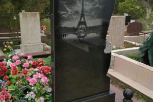 гравировка на памятнике из габро : париж