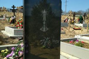 гравировка на памятнике из габро : свеча