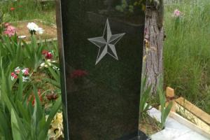 гравировка на памятнике из габро : звезда