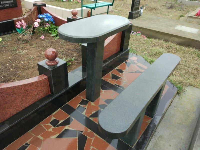 гранитная лавочка и столик на могилу