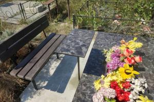 облицовка цоколя, керамогранит , бетонная отмостка, лавочка столик