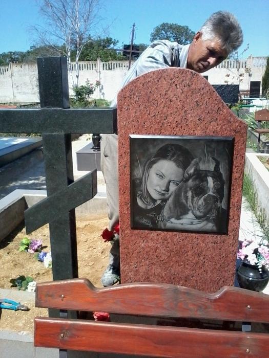 Памятник гранитный комбинированный (лезники). Вид сзади