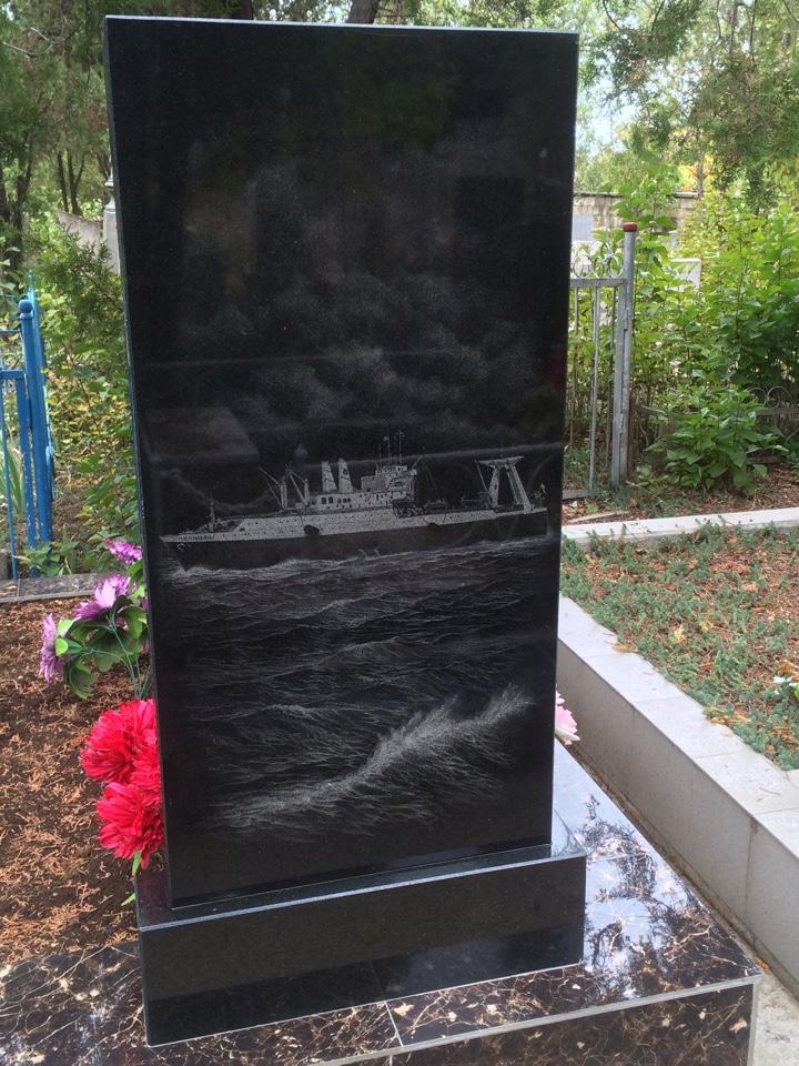 Памятник гранитный классический стела: 100*50*8,тумба 60*25*15