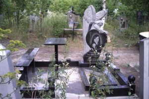 памятник в форме ангела